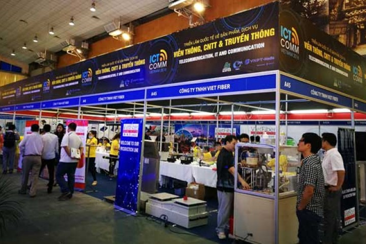 """VIETNAM ICT COMM 2016: """"Miniature"""" world thanks to the application and technological solution"""